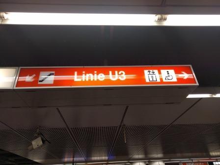 שילוט בתחנות הרכבת וינה