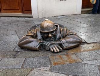 פסל קומיל ברטיסלבה