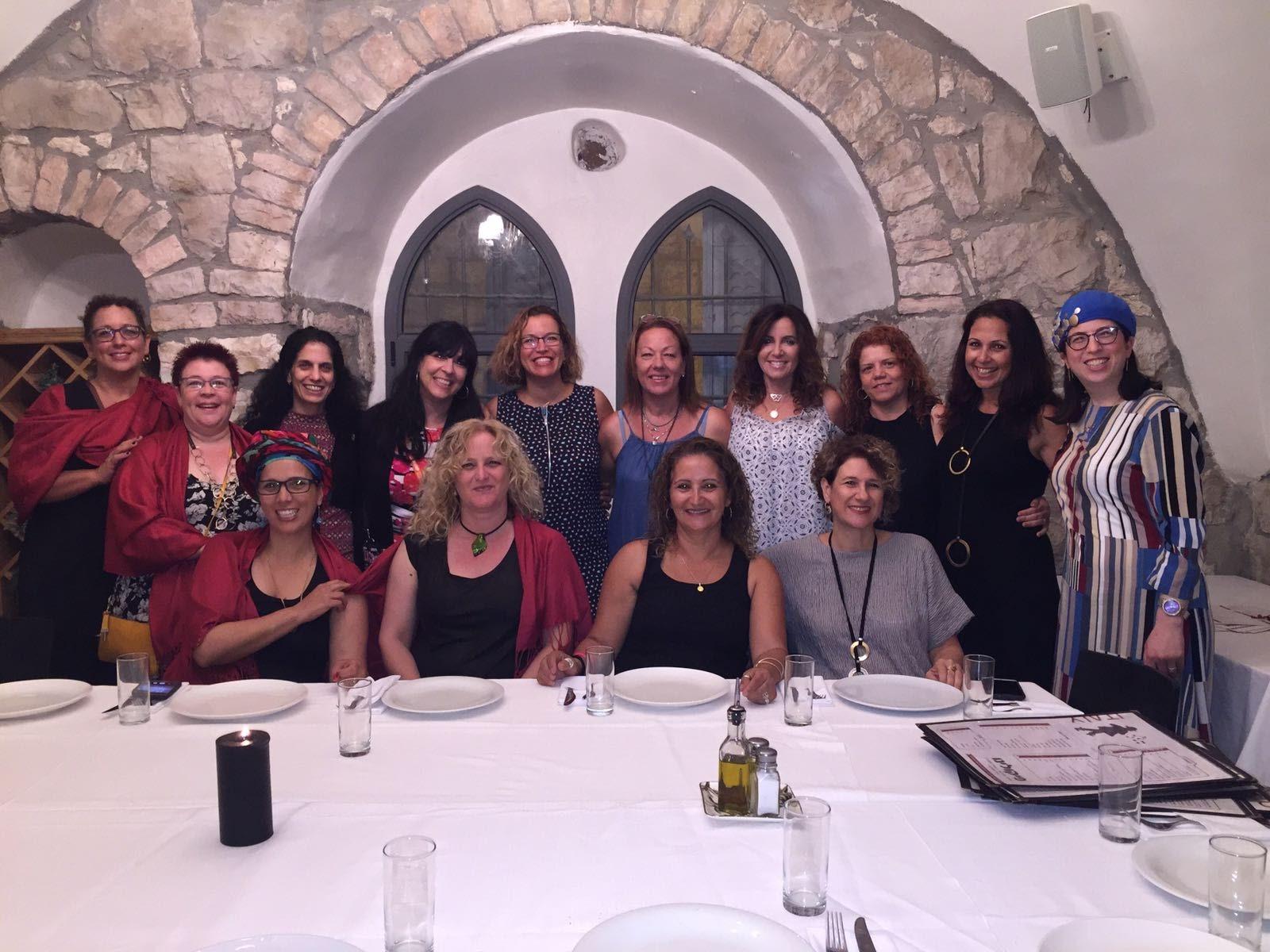 קבוצת אמהות עם מהות