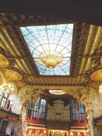 תקרת הזכוכית בארמון המוזיקה הקטאלונית ברצלונה