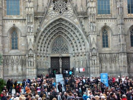 ריקוד סדרנה ברחבת הקתדרלה של ברצלונה