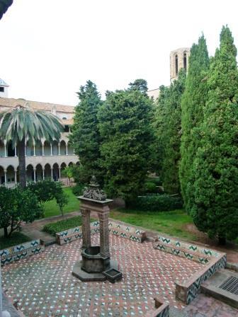 חצר מנזר פדרלבס בברצלונה